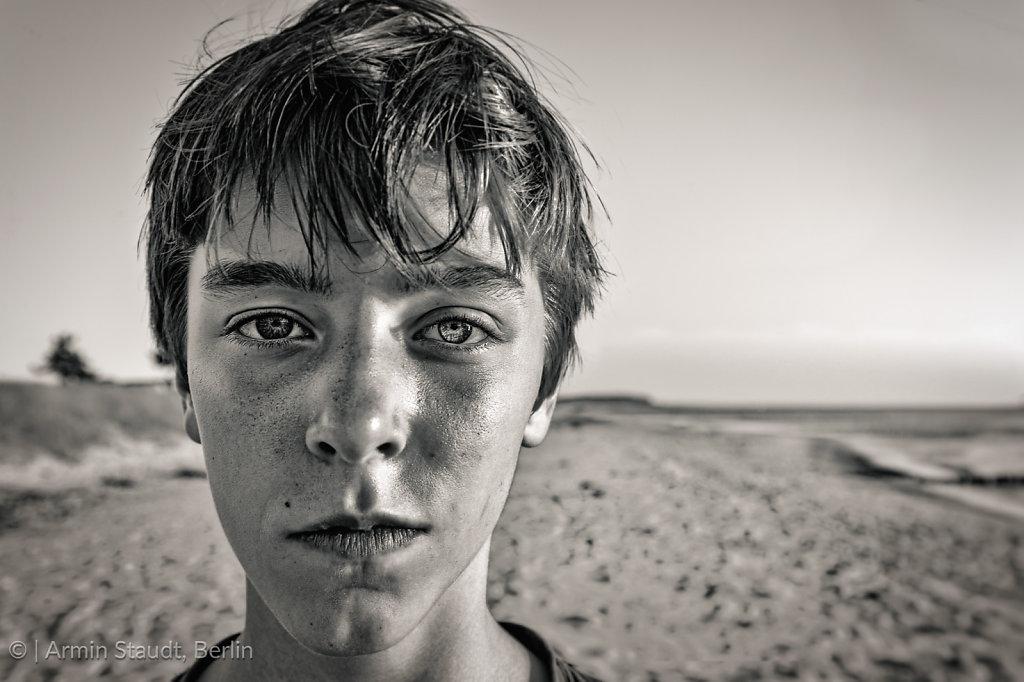 bw portrait of a teenage boy at the beach